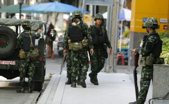 Военно положение в Тайланд, армията спря телевизии