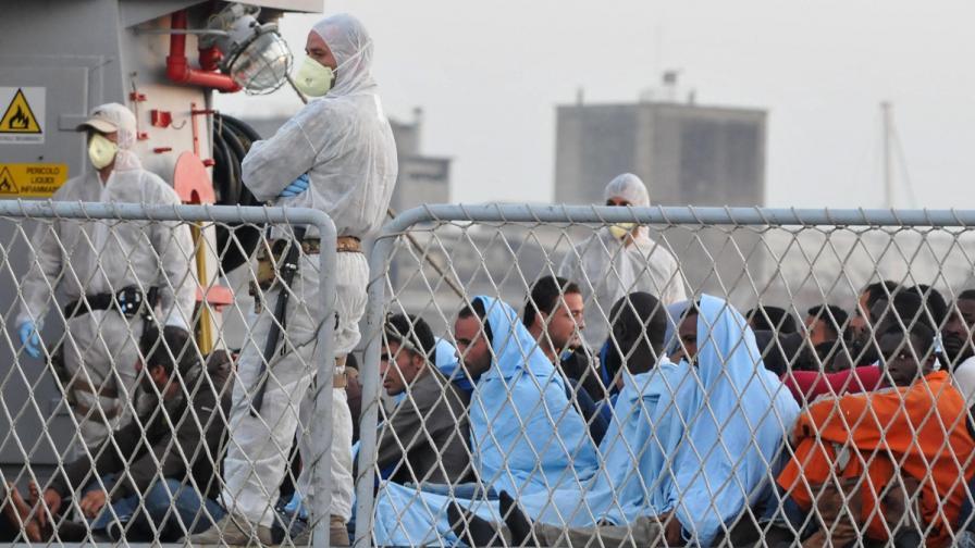 Бунт в имигрантски център в Италия