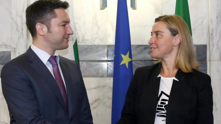 Министърът на външните работи Кристиан Вигенин с италианската си колега Федерика Могерини