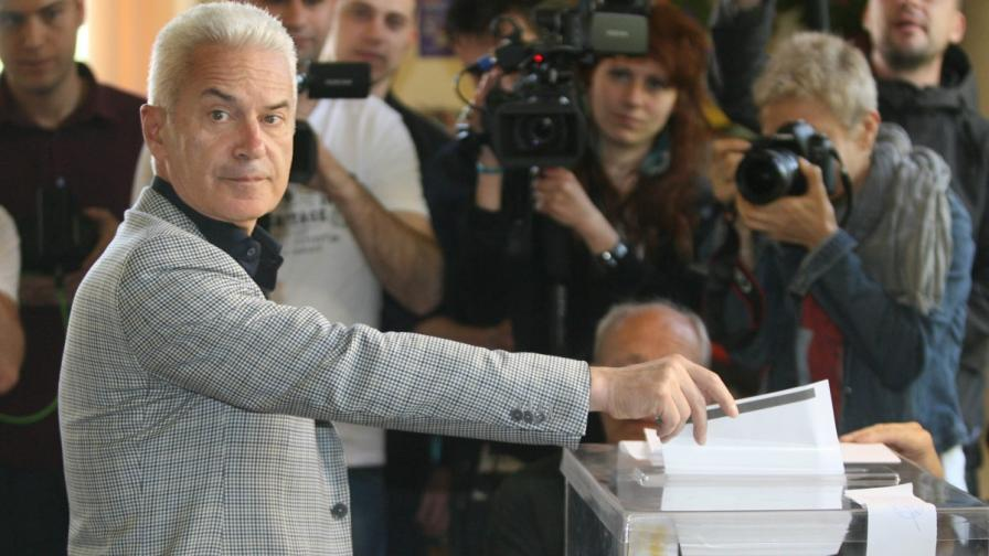 Волен Сидеров дава своя глас на изборите за Европейски парламент