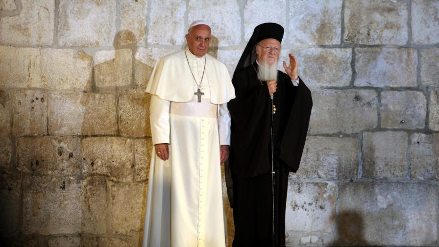 Папата на историческа среща с Вартоломей I