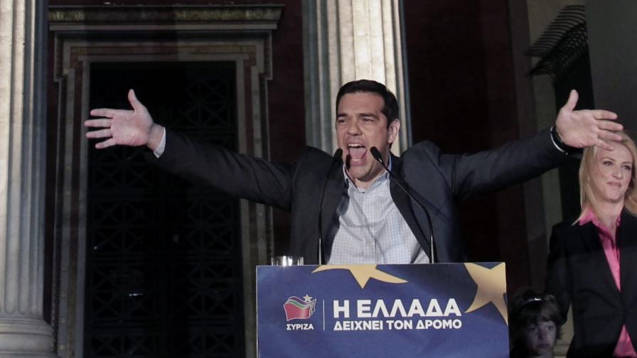 Лидерът на СИРИЗА Алексис Ципрас и новият областен управител на Атика Рена Дуру