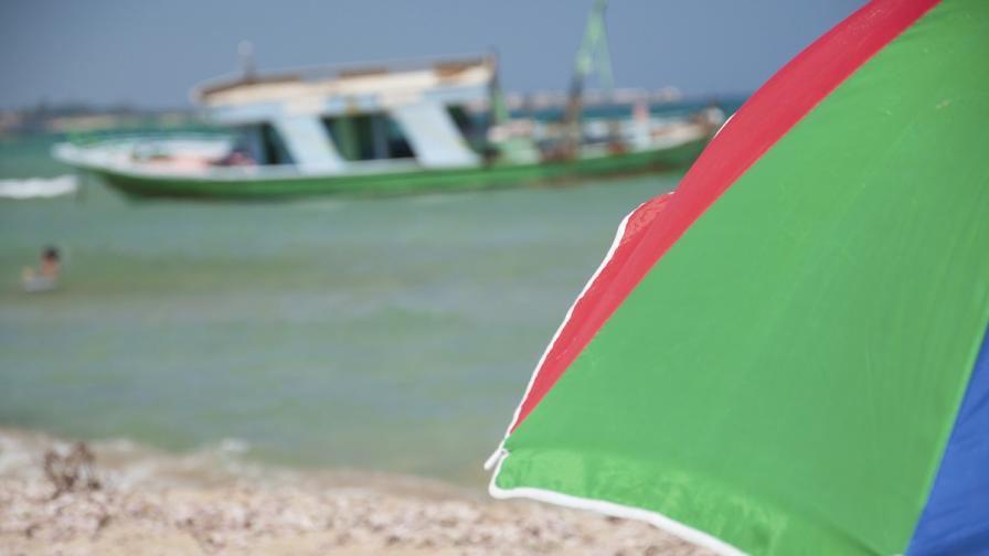 Задържаха яхта с 32-ма нелегални имигранти край Созопол