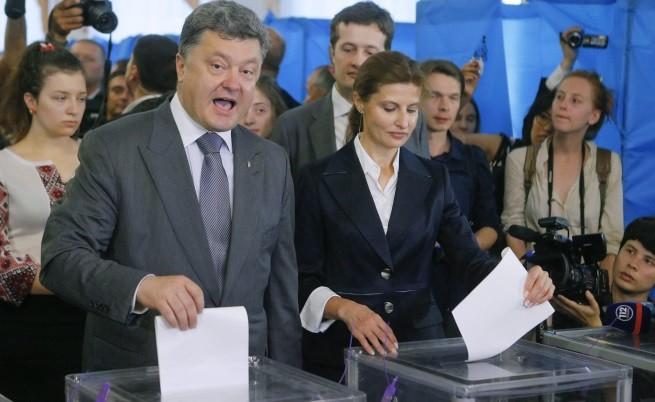 Петро Порошенко и съпругата му Марина гласуват в неделя