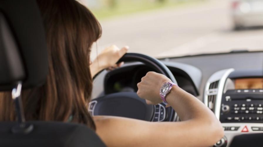 Въвеждат по-широки паркоместа за жени шофьорки в Южна Корея