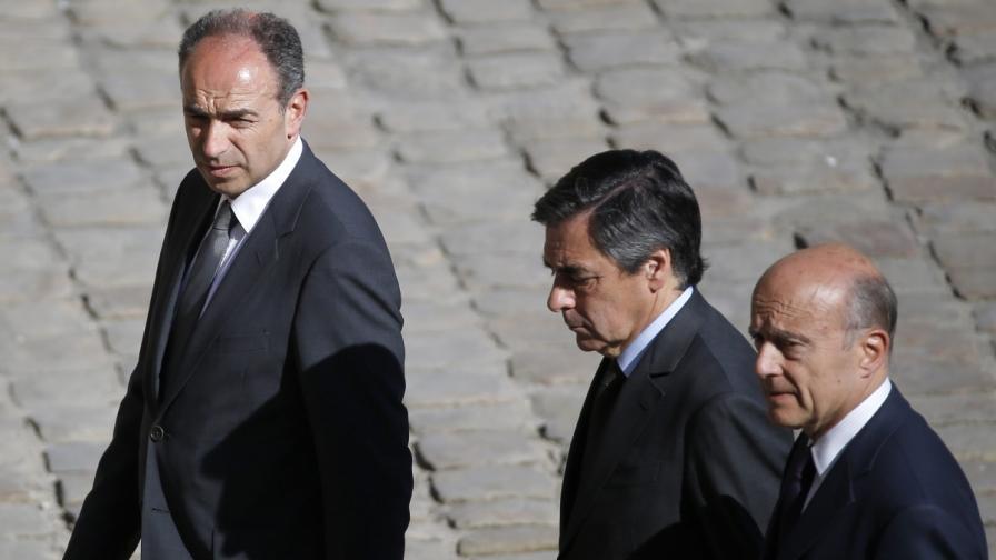 Жан-Франсоа Копе (л) в компанията на Франсоа Фийон и Ален Жупе (д)