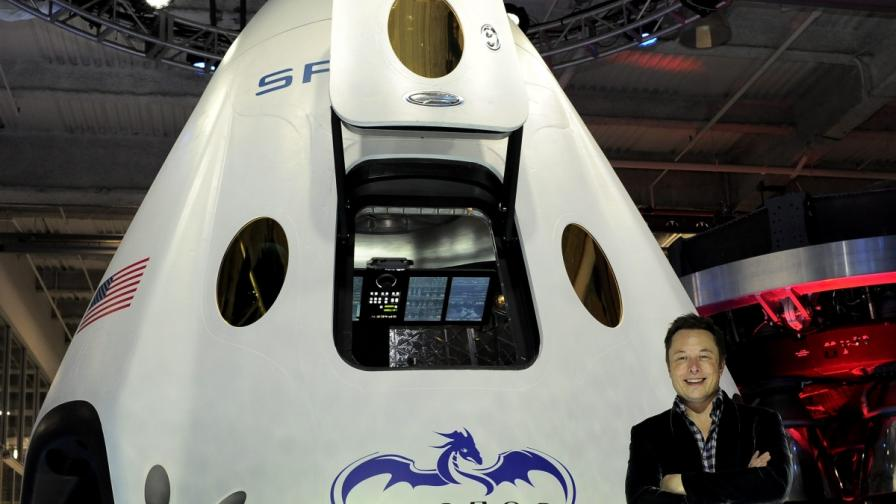 """Частната компания """"Спейс Екс"""" показа и новия си космическия кораб"""