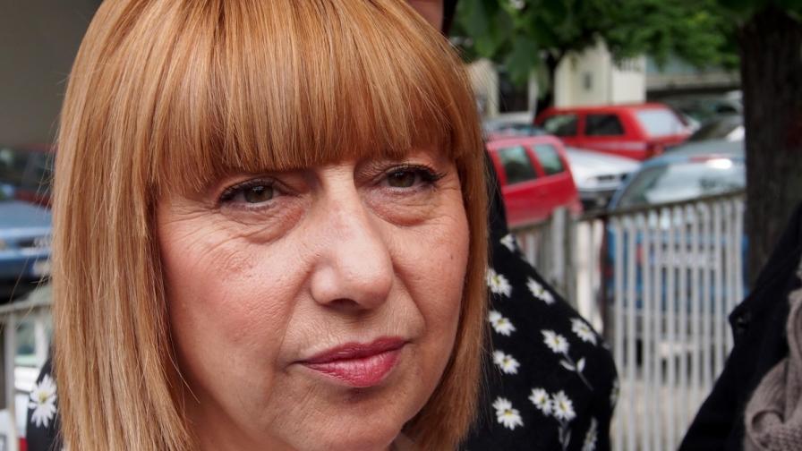Министър Клисарова: По един учебник за всеки предмет