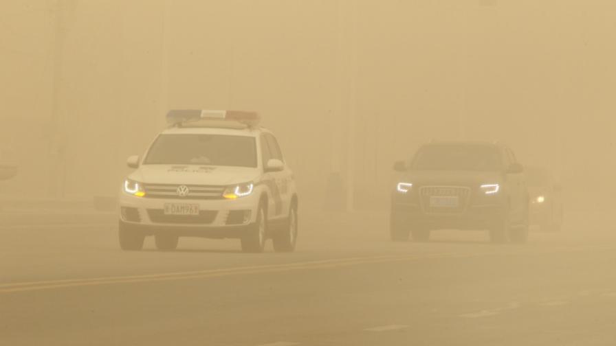 Пясъчна буря отне живота на петима в Иран