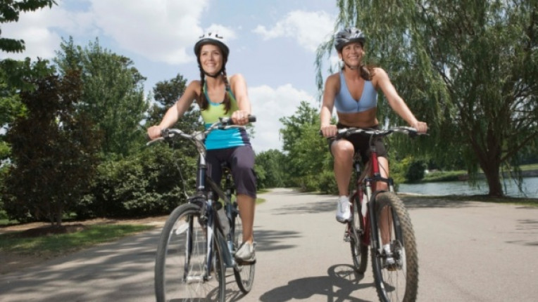 спорт тренировка танци туризъм колело