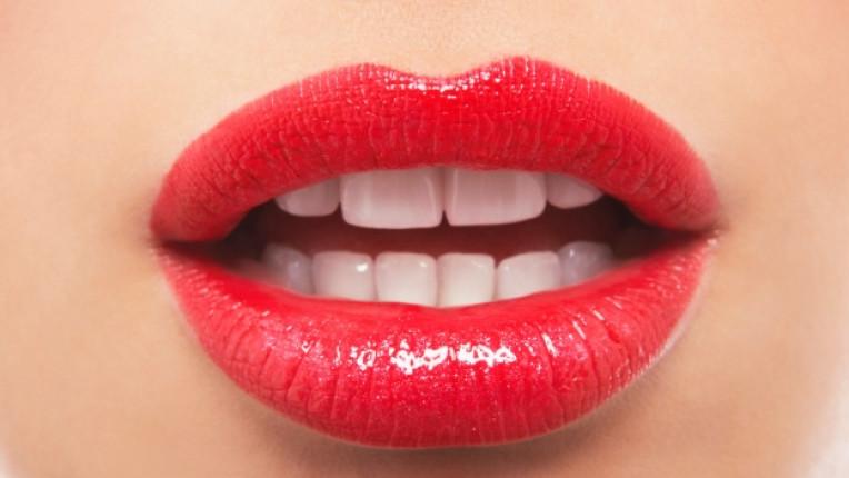уста устни червено червило