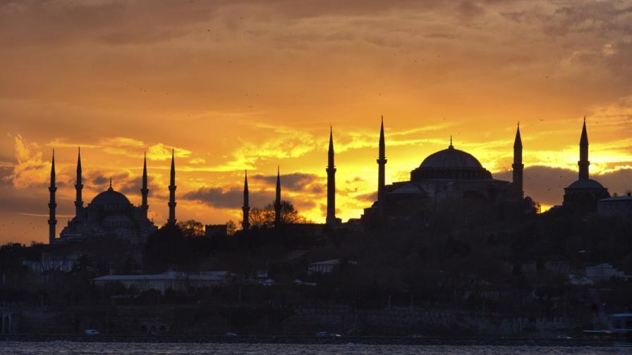 В Турция смениха над 2500 съдии, прокурори и чиновници