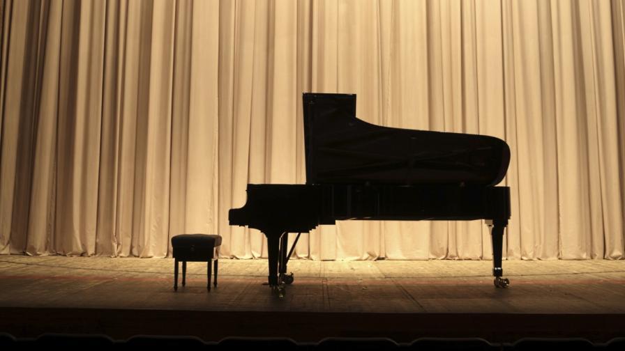 Музиканти събират средства за роял, какъвто няма у нас