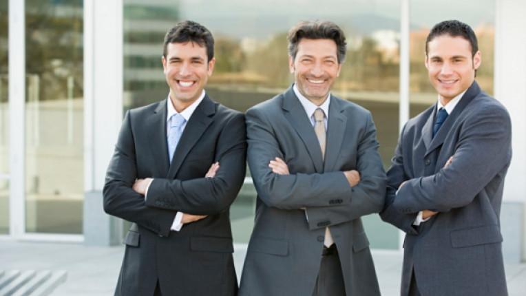 трима мъже мъж костюм