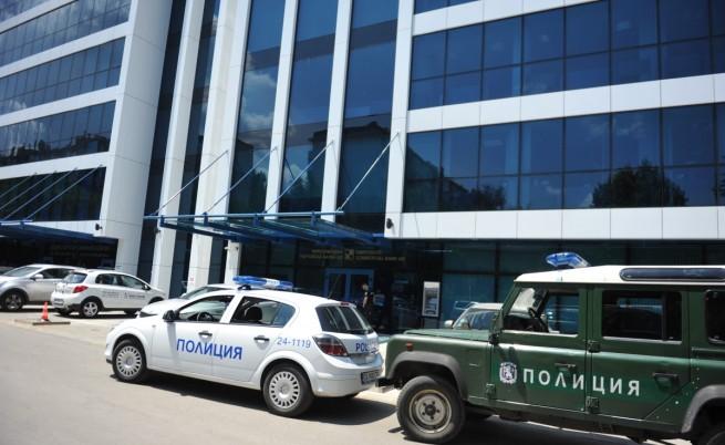 Полицията и прокуратурата влязоха в офиси на Цветан Василев