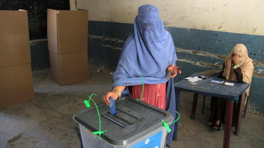 Изборният ден в Афганистан приключи с над 100 убити