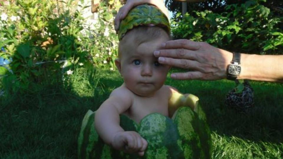 Малката Ива успешно се превърната в динено бебе