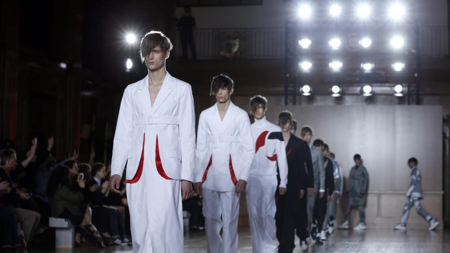 """През пролет/лято 2015 г. мъжете според """"Александър Маккуин"""" ще са облечени минималистично"""