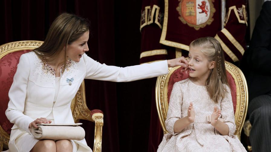 Кралицата на Испания – Летисия Ортис и малката Леонор