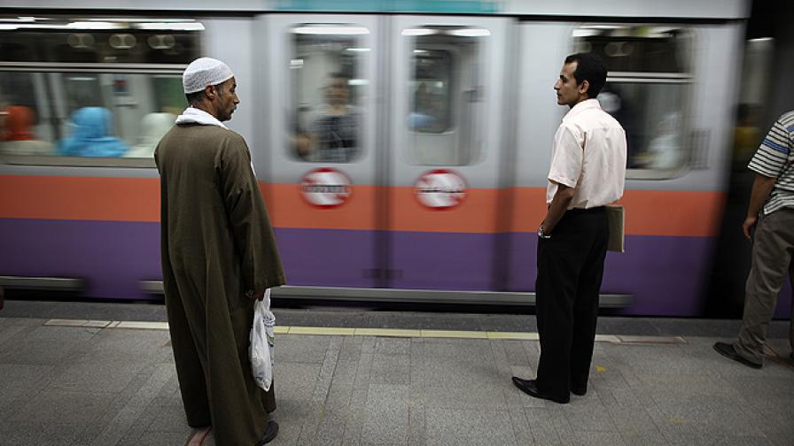 Самоделни бомби избухнаха на метростанции в Кайро, има ранени