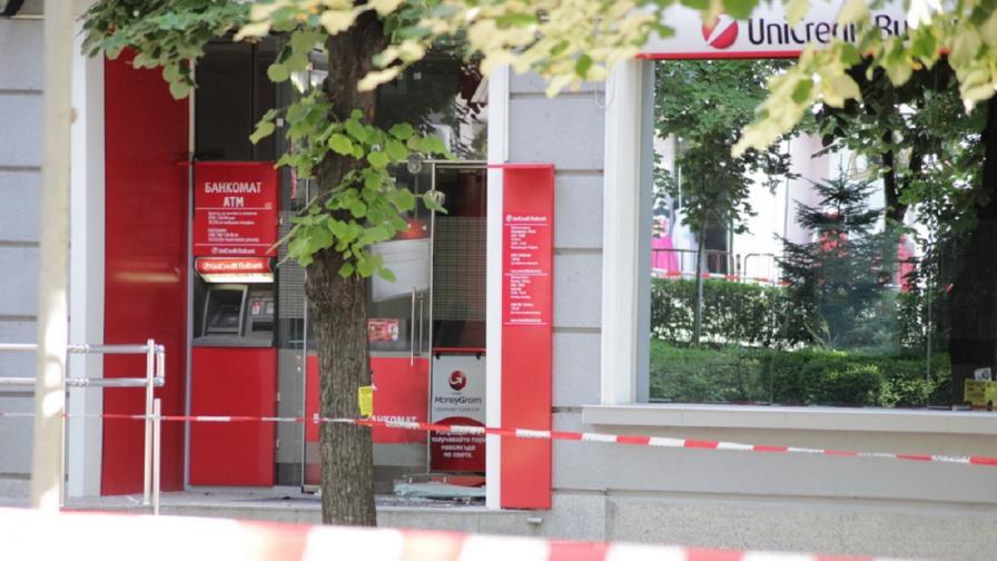 Взривиха вход на банков клон в Шумен, има задържан