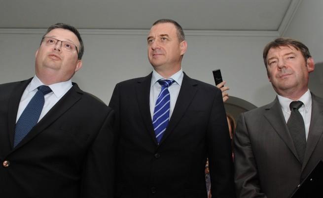 Цацаров, Йовчев и Писанчев на спешна среща в ДАНС