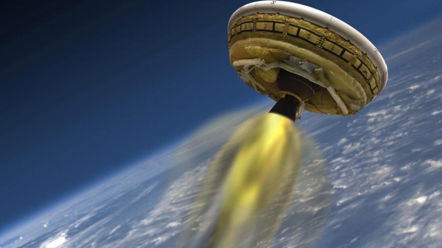 """НАСА изпрати """"летяща чиния"""" в земната атмосфера"""