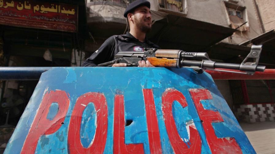 Отхвърлен пакистанец изгори любимата си