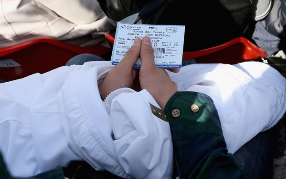 Синът на бос на ФИФА отрече да е продавал билети на черно