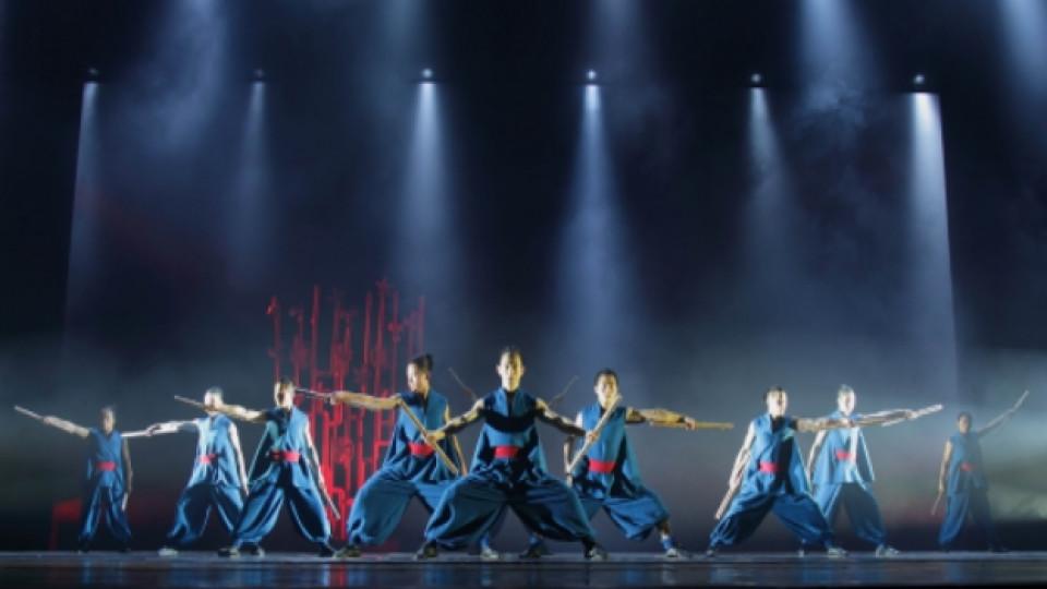 Сцена от танцовия спектакъл GATEWAY