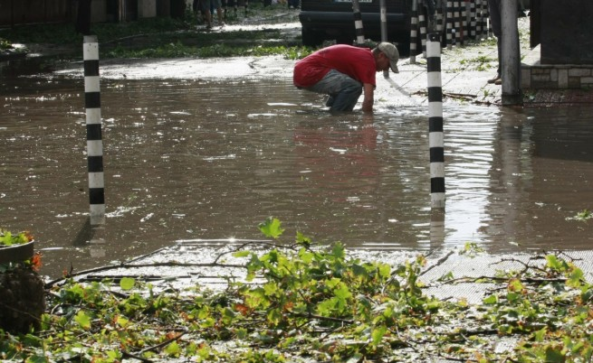 София: Продължава почистването след голямата буря
