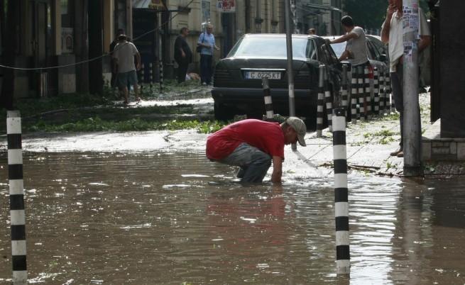 От Столичната община: Гражданите да се включат в почистването на града след бурята