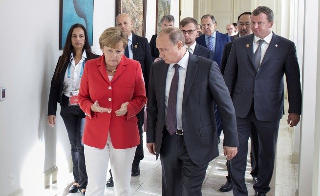 Путин пред Меркел: Ситуацията в Украйна се влошава