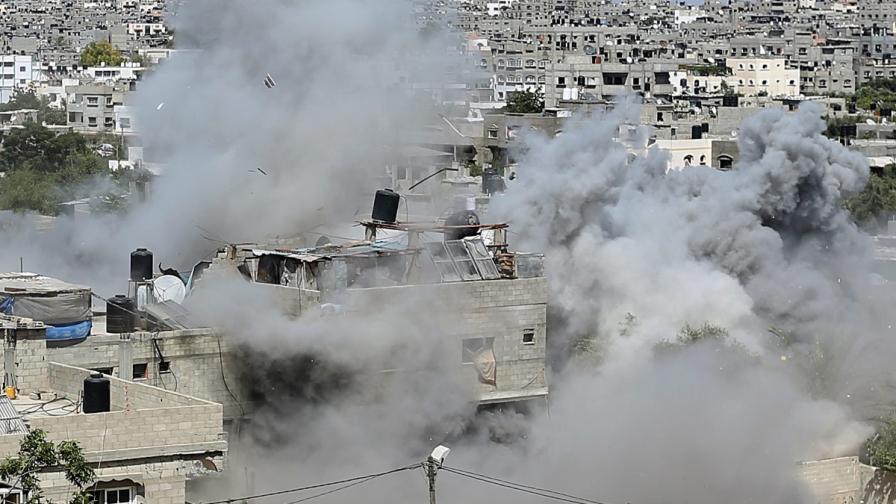 Израел стреля по училище на ООН, пълно с бежанци