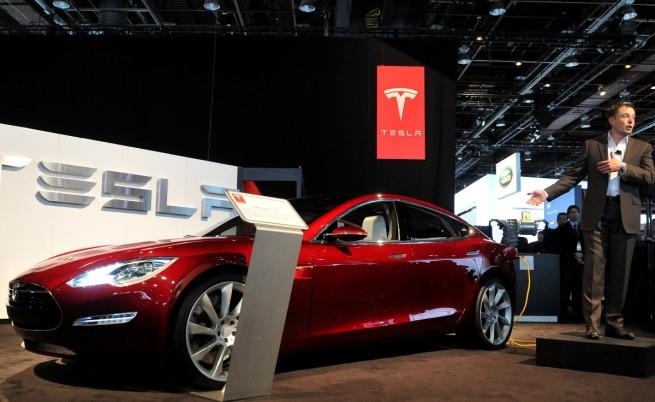 """35 хил. долара за малкия """"Модел 3"""" на """"Тесла"""""""