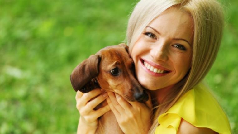 куче жена домашен любимец щастие