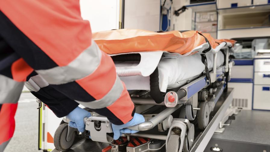 "Двама работници пострадаха при свлачище на АМ ""Струма"""