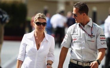 Съпругата на Шумахер се заключвала в банята заради пилота