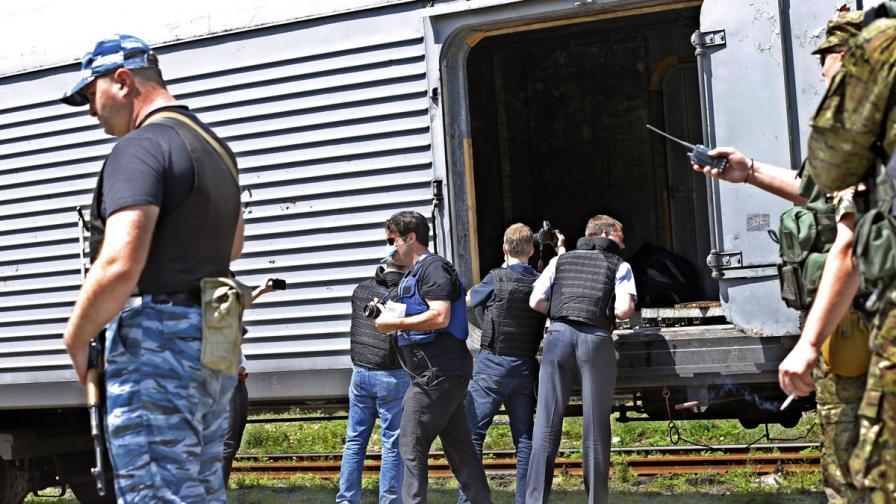 Украинските сепаратисти прибрали телата от сваления самолет, чакат експерти