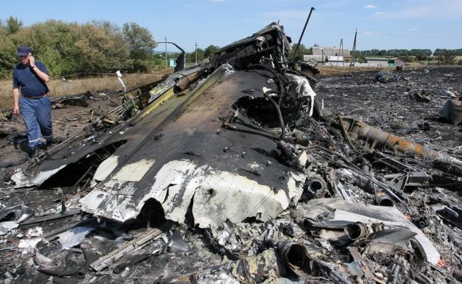 Международните експерти не могат да стигнат до падналия самолет