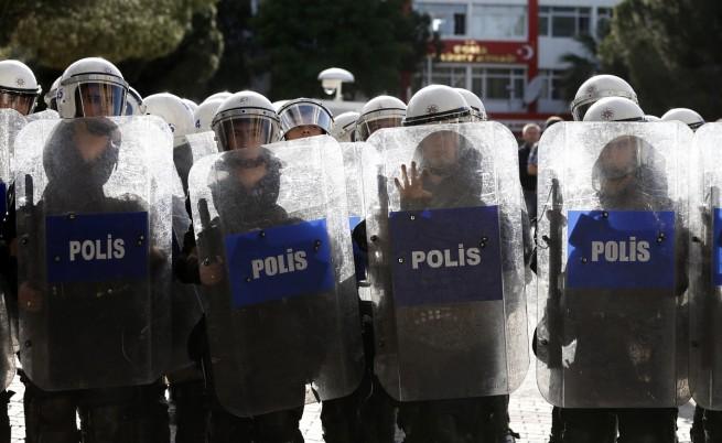 """Властите в Турция задържаха 52 полицаи заради """"паралелната държава"""""""