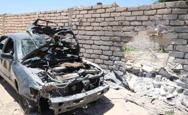 Нападнаха британското посолство в Либия