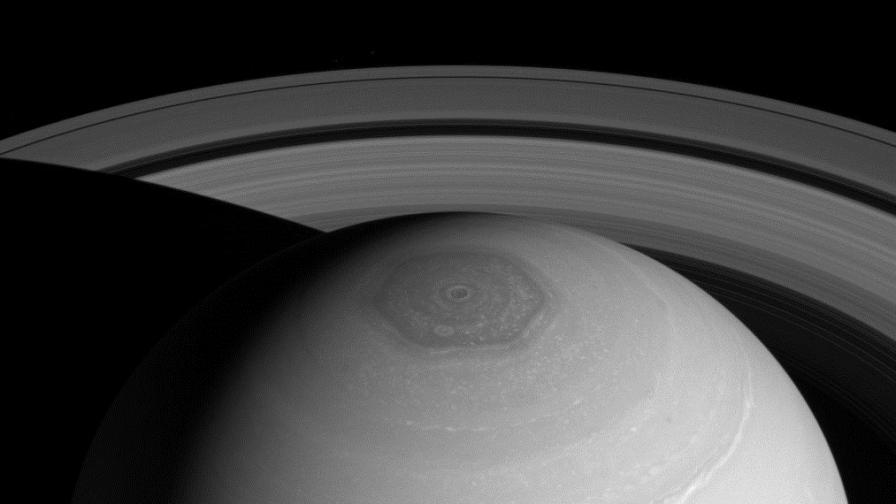 """На Сатурн вали """"дъжд"""" от пръстените на планетата"""