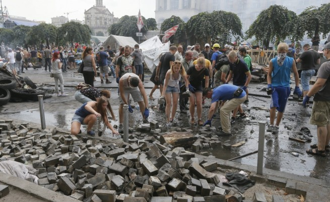 Разчистиха барикадите на Майдана в Киев