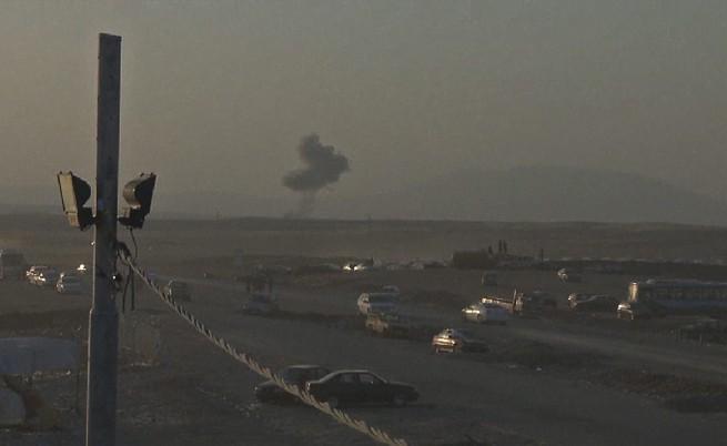 САЩ нанесоха удари и спуснаха помощи над Ирак