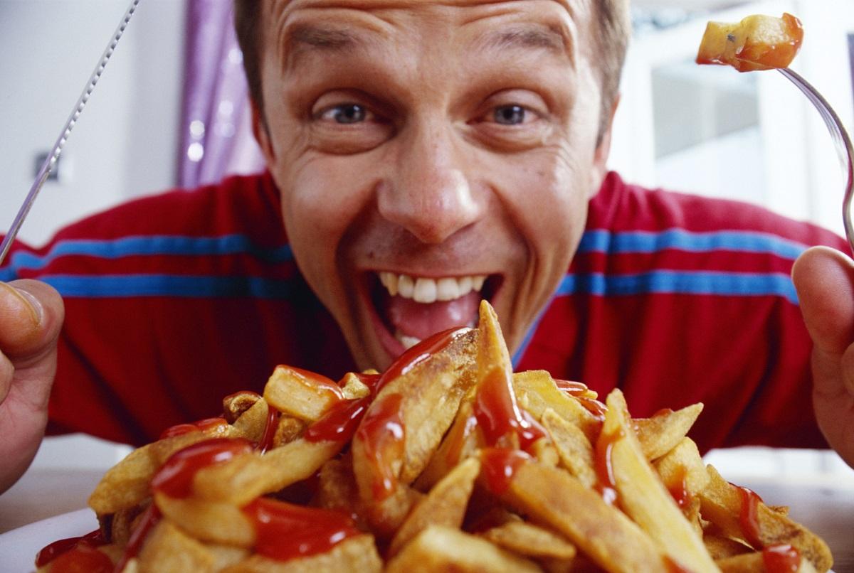Хранете се внимателно. Хората, които ядат, докато са разсеяни са по-склонни дапренебрегват знаците за ситост на тялото и да преяждат.