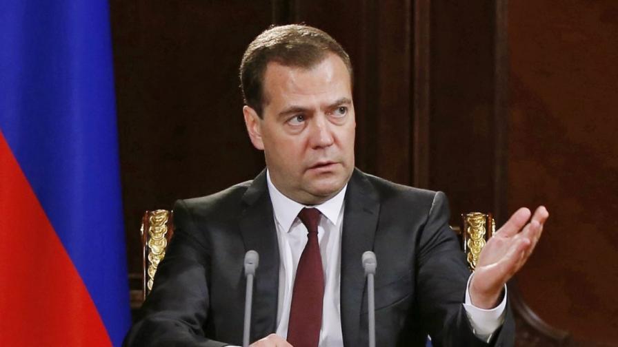 """Медведев в """"Туитър"""": """"Подавам оставка, срам ме е"""""""