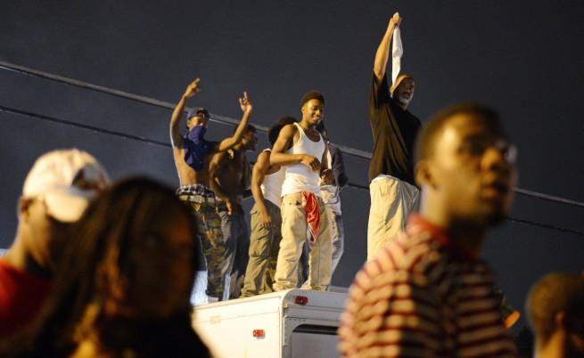 Престрелки и арести по време на протеста във Фъргюсън, САЩ