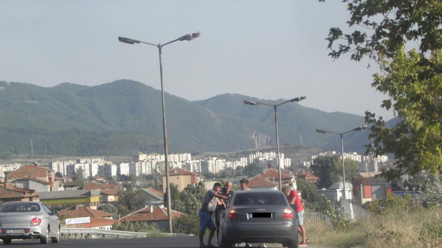 Как младежи спасиха от самоубийство жена край Благоевград