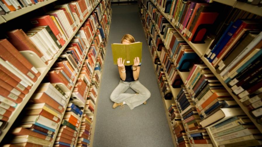 Младите четат предимно фентъзи, дамите търсят нещо любовно